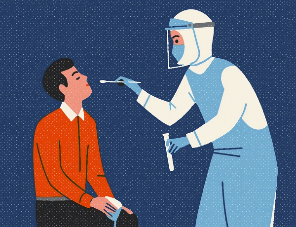 Hier zu sehen ist ein Arzt in Schutzkleidung, der einen Tupfer in der Hand hält, um von einem Patienten die Proben für den PCR Test zu entnehmen.